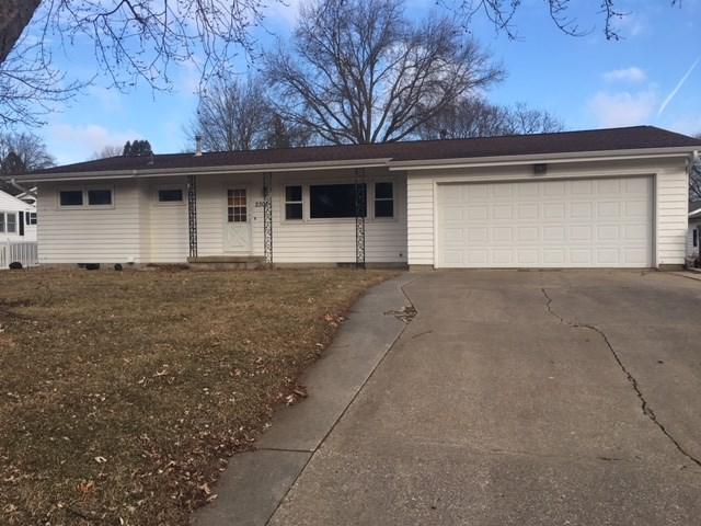 2308 Valley High, Cedar Falls, IA 50613 (MLS #20180948) :: Amy Wienands Real Estate