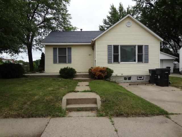 1211 W 11th Street, Cedar Falls, IA 50613 (MLS #20183137) :: Amy Wienands Real Estate