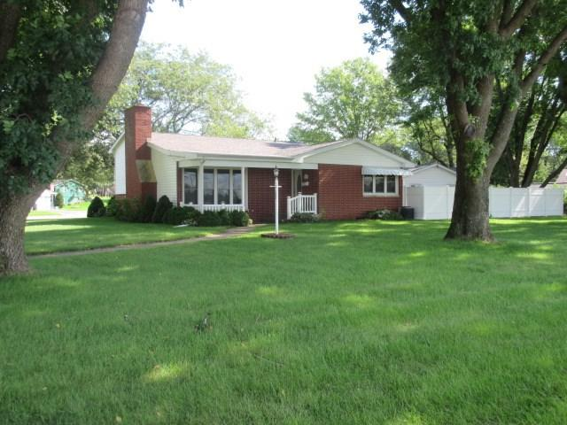 102 Park Blvd, Monticello, IA 52310 (MLS #20184778) :: Amy Wienands Real Estate