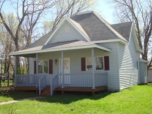 212 4th St N.W., Oelwein, IA 50662 (MLS #20190791) :: Amy Wienands Real Estate
