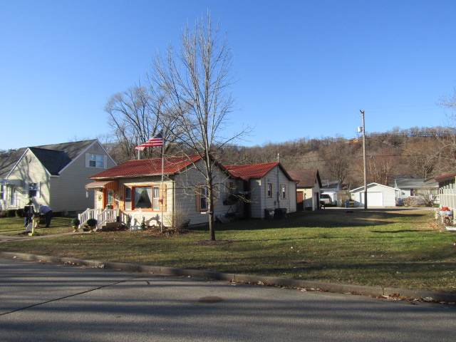 714 N 2nd Street, Guttenberg, IA 52052 (MLS #20196410) :: Amy Wienands Real Estate