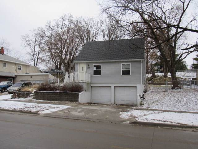 107 S Elm Street, Anamosa, IA 52205 (MLS #20200002) :: Amy Wienands Real Estate