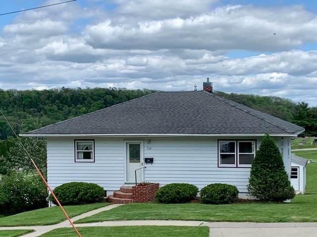 702 Oak Street, Decorah, IA 52101 (MLS #20202554) :: Amy Wienands Real Estate