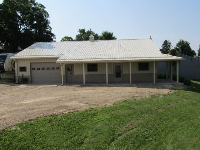 201 W Van Buren, Garnavillo, IA 52049 (MLS #20203324) :: Amy Wienands Real Estate
