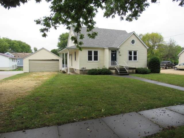 305 Park Avenue, Strawberry Point, IA 52076 (MLS #20204631) :: Amy Wienands Real Estate