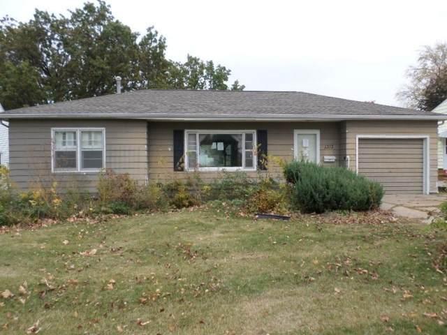 1313 Vermont Street, Waterloo, IA 50702 (MLS #20205331) :: Amy Wienands Real Estate