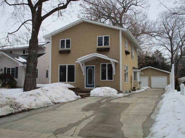 1722 Picturesque Drive, Cedar Falls, IA 50613 (MLS #20210387) :: Amy Wienands Real Estate