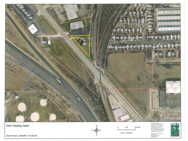 655 N Center Point Road, Hiawatha, IA 52233 (MLS #1706213) :: The Graf Home Selling Team