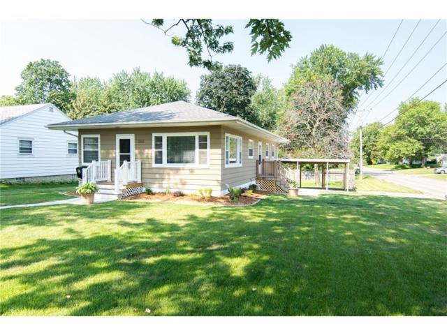 202 2nd Avenue, Hiawatha, IA 52233 (MLS #1707603) :: The Graf Home Selling Team