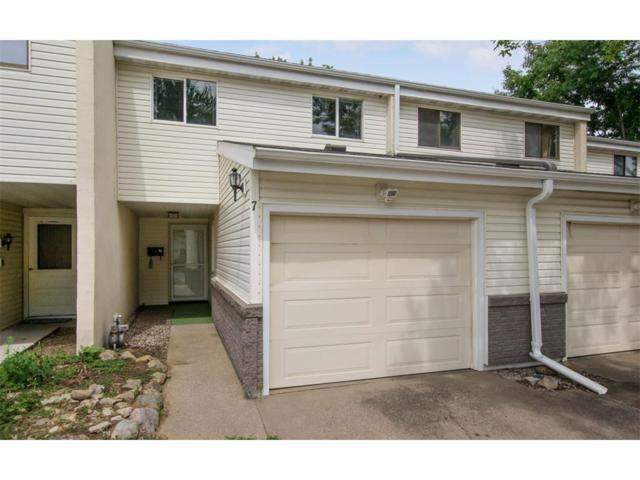 51 29th Ave Drive SW #7, Cedar Rapids, IA 52404 (MLS #1707818) :: The Graf Home Selling Team
