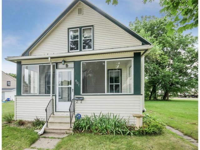 807 N Street SW, Cedar Rapids, IA 52404 (MLS #1707850) :: The Graf Home Selling Team