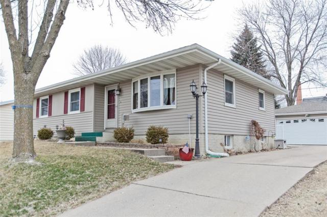 2415 Lori Drive SW, Cedar Rapids, IA 52404 (MLS #1801810) :: The Graf Home Selling Team