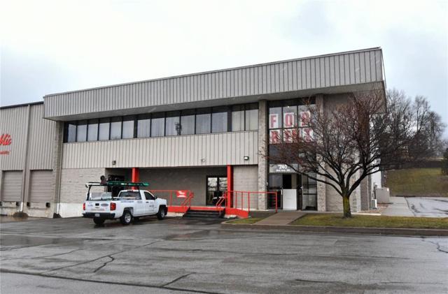 240 33rd Avenue SW A, Cedar Rapids, IA 52404 (MLS #1802179) :: WHY USA Eastern Iowa Realty