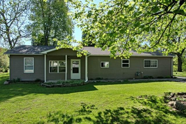 1975 NE Surf Drive, Solon, IA 52333 (MLS #1803527) :: The Graf Home Selling Team