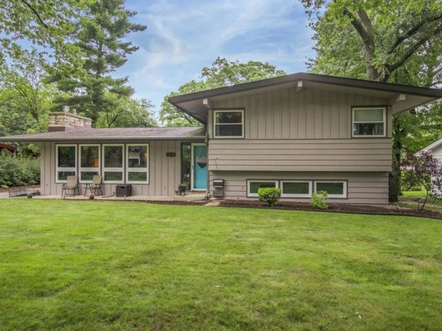 2304 Meadow Lane NE, Cedar Rapids, IA 52402 (MLS #1804411) :: WHY USA Eastern Iowa Realty