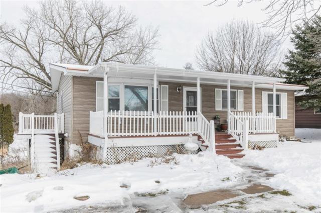 620 W Elm Street, Solon, IA 52333 (MLS #1901056) :: The Graf Home Selling Team