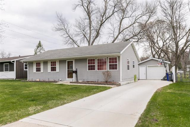 1742 Meadowdale Drive NW, Cedar Rapids, IA 52405 (MLS #1902775) :: The Graf Home Selling Team