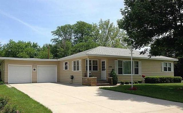 3709 Eastern Avenue NE, Cedar Rapids, IA 52402 (MLS #1903836) :: The Graf Home Selling Team