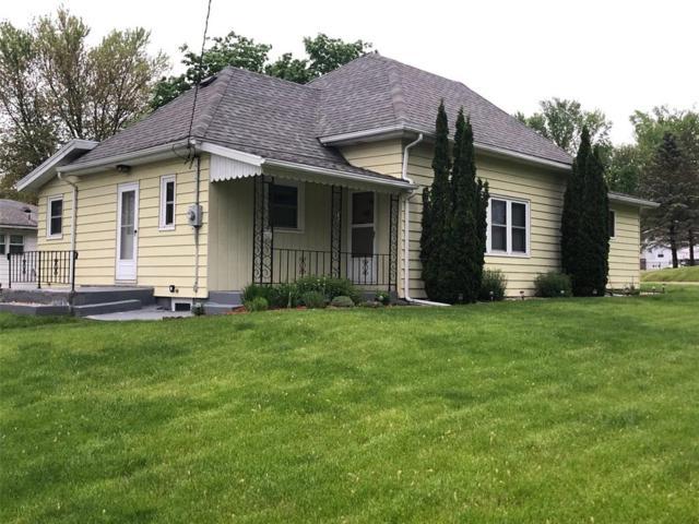 921 E Washington Street, Center Point, IA 52213 (MLS #1903899) :: The Graf Home Selling Team
