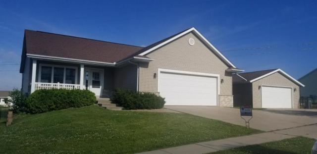 1504 Grizzly Drive NW, Cedar Rapids, IA 52405 (MLS #1904590) :: The Graf Home Selling Team
