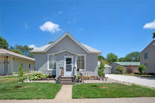 910 N 4th Avenue, Washington, IA 52353 (MLS #1905298) :: The Graf Home Selling Team