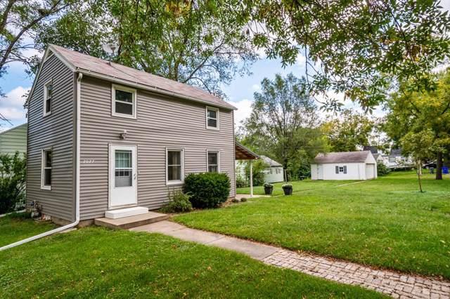 2027 3rd Street SW, Cedar Rapids, IA 52404 (MLS #1906884) :: The Graf Home Selling Team