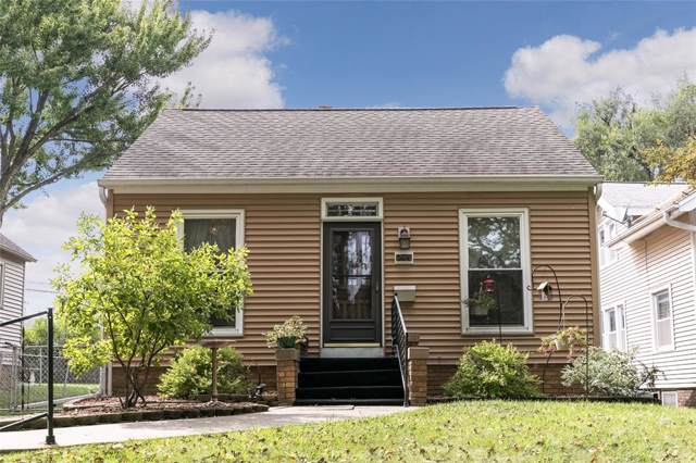 240 12th Street NW, Cedar Rapids, IA 52405 (MLS #1906924) :: The Graf Home Selling Team