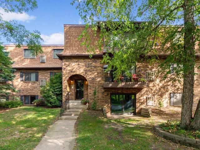 1015 Woodland Heights Court SE #17, Cedar Rapids, IA 52403 (MLS #1906983) :: The Graf Home Selling Team