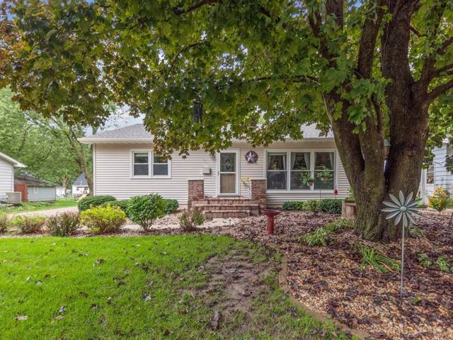 1570 27th Street, Marion, IA 52302 (MLS #1907397) :: The Graf Home Selling Team