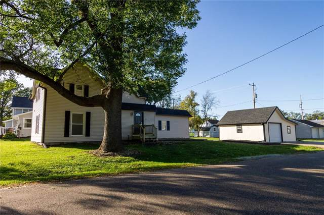 327 Reynolds Street, Fairfax, IA 52228 (MLS #1907533) :: The Graf Home Selling Team