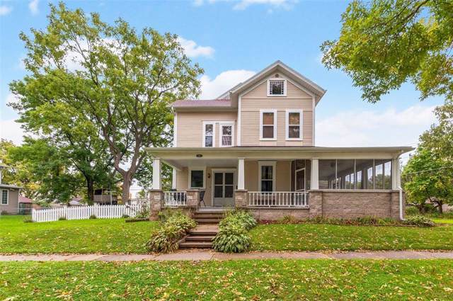 1401 11th Street, Marion, IA 52302 (MLS #1907559) :: The Graf Home Selling Team
