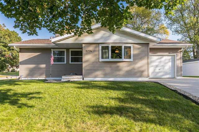 5224 Gordon Avenue NW, Cedar Rapids, IA 52405 (MLS #1907647) :: The Graf Home Selling Team
