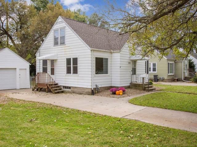 2025 Franklin Avenue NE, Cedar Rapids, IA 52402 (MLS #1907661) :: The Graf Home Selling Team