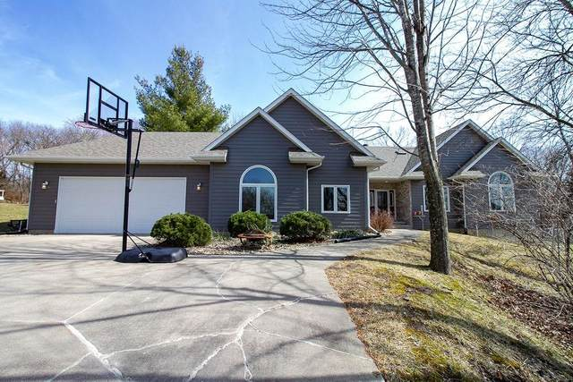 4101 Cedar Heights Drive, Center Point, IA 52213 (MLS #2002104) :: The Graf Home Selling Team