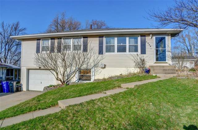 3406 Clover Drive SW, Cedar Rapids, IA 52404 (MLS #2002420) :: The Graf Home Selling Team