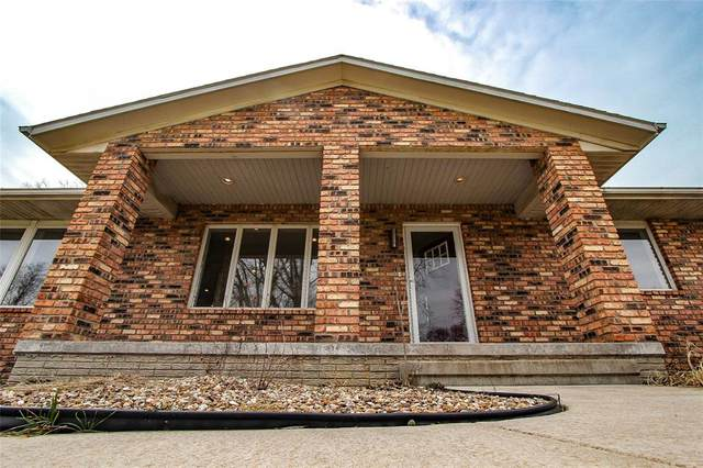 1240 South 15th Street, Marion, IA 52302 (MLS #2002707) :: The Graf Home Selling Team