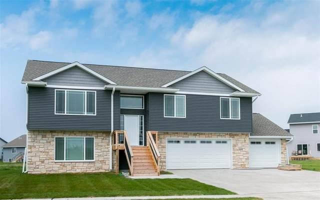 901 David Drive, Solon, IA 52333 (MLS #2003280) :: The Graf Home Selling Team