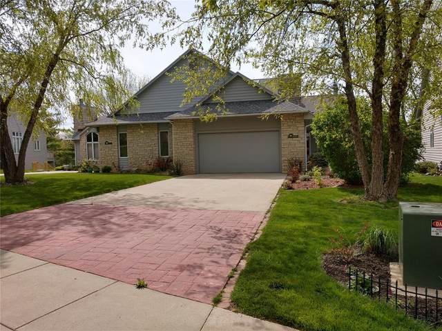 1810 Country Club Dr, Coralville, IA 52241 (MLS #2003466) :: The Graf Home Selling Team