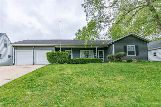 2421 10th Avenue SW, Cedar Rapids, IA 52404 (MLS #2003760) :: The Graf Home Selling Team