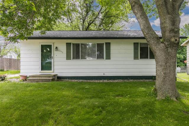 2955 4th St, Marion, IA 52302 (MLS #2003978) :: The Graf Home Selling Team