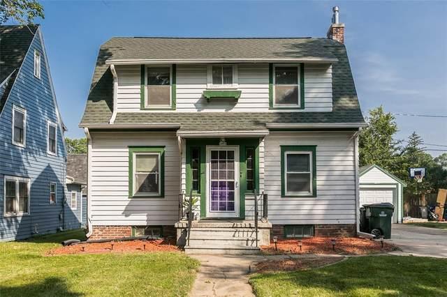 1954 2nd Avenue SE, Cedar Rapids, IA 52403 (MLS #2005042) :: The Graf Home Selling Team
