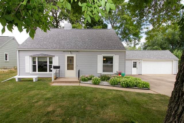 1046 27th Street NE, Cedar Rapids, IA 52402 (MLS #2005791) :: The Graf Home Selling Team
