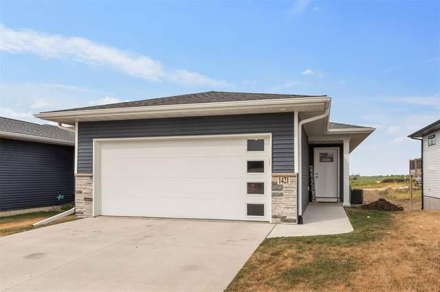 1421 Applewood Drive, Fairfax, IA 52228 (MLS #2006216) :: The Graf Home Selling Team