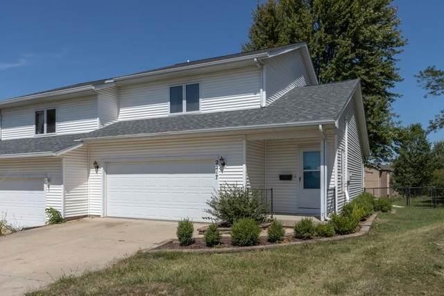 2217 Oakleaf Street, Coralville, IA 52241 (MLS #2006565) :: The Graf Home Selling Team