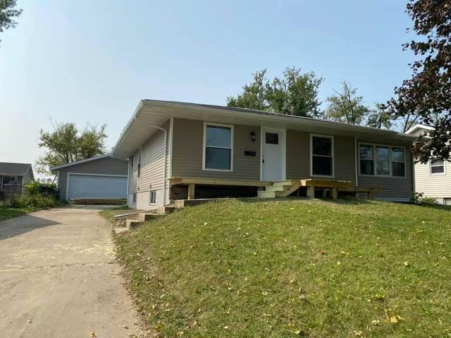 54 Fleetwood Road NW, Cedar Rapids, IA 52405 (MLS #2006707) :: The Graf Home Selling Team