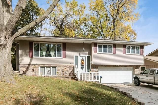 3110 Maplewood Lane, Iowa City, IA 52245 (MLS #2007180) :: The Graf Home Selling Team