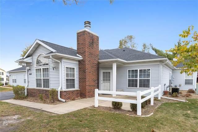 4552 Maureen Drive SE #104, Cedar Rapids, IA 52403 (MLS #2007281) :: The Graf Home Selling Team