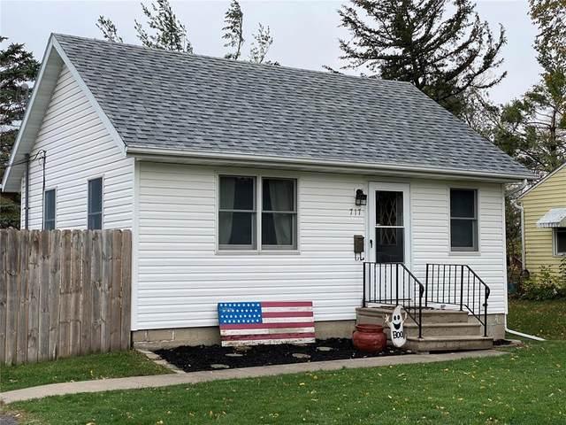717 36th Street NE, Cedar Rapids, IA 52402 (MLS #2007303) :: The Graf Home Selling Team