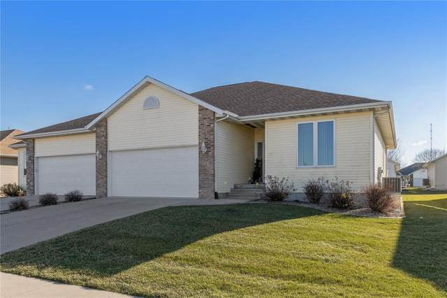 725 Dorchester Place NE, Cedar Rapids, IA 52402 (MLS #2009071) :: The Graf Home Selling Team