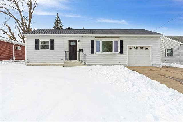 300 6th Avenue, Hiawatha, IA 52233 (MLS #2100098) :: The Graf Home Selling Team